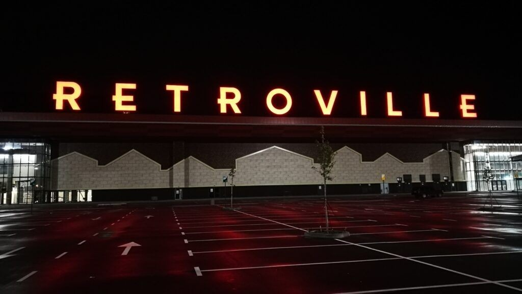 "Крышная вывеска для ТРЦ ""Retroville"" готова!"