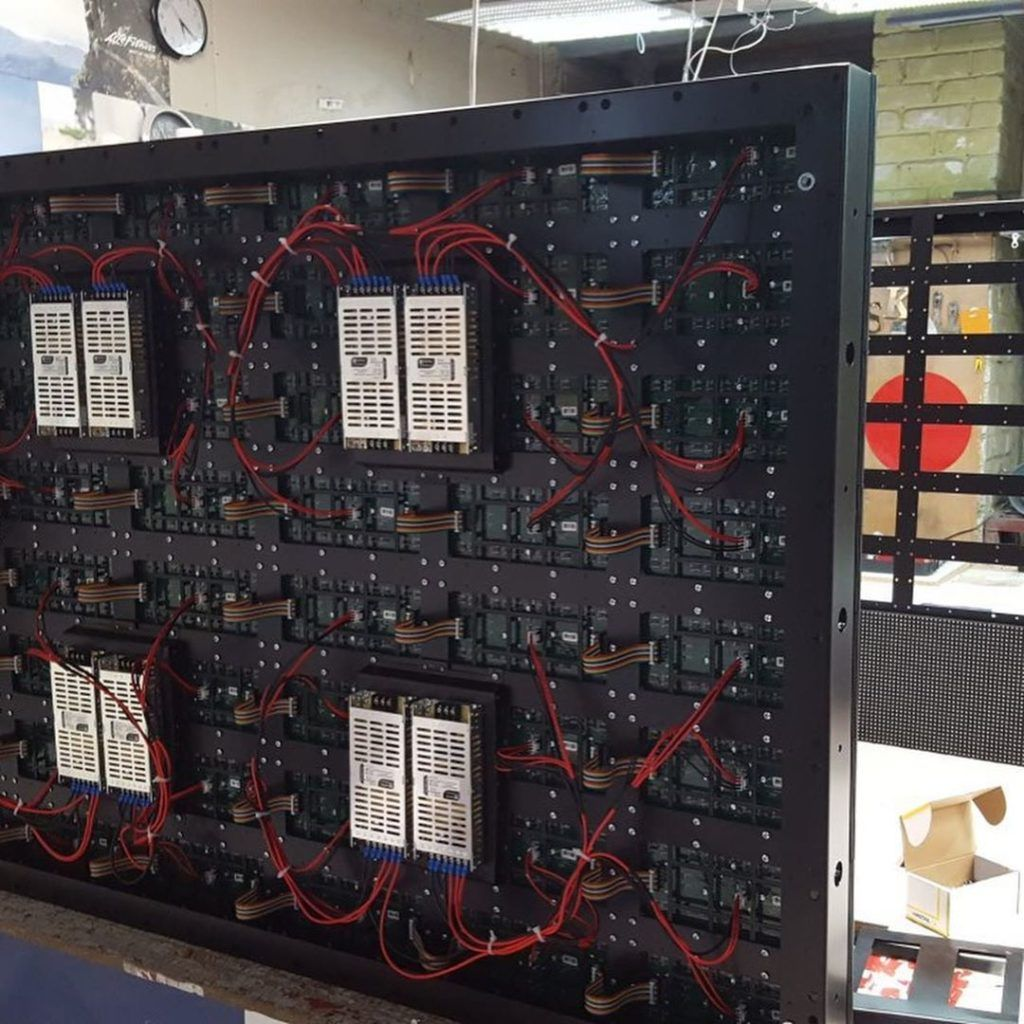 Светодиодный экран 4х8м за 21 день - от проектирования до монтажа ⠀